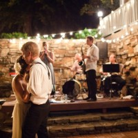 musicians-wedding-bands-arkansas-bands-wedding-music-outdoor-reception-first-dance